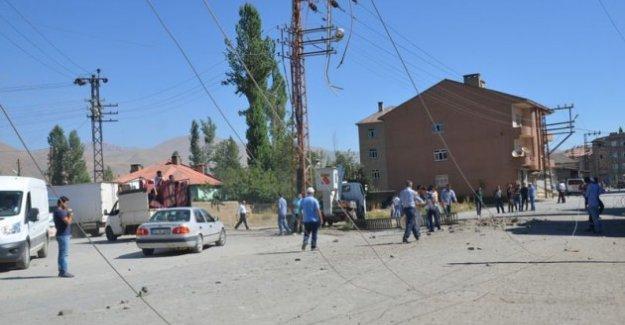 Yüksekova'da polis aracına bombalı saldırı