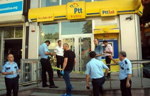 Zeytinburnu'nda PTT şubesi soyuldu