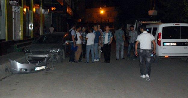 Araç tarayan 4 şahıs polisten kaçarken bile saldırıya devam etti