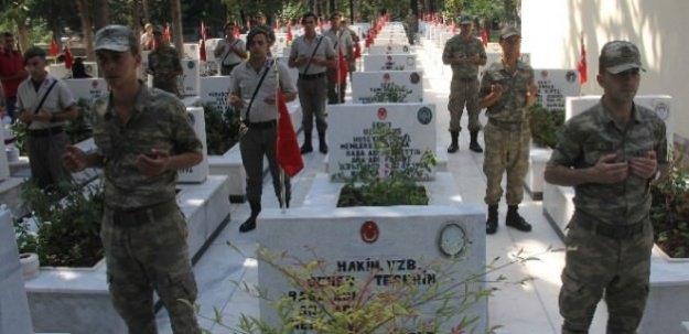Askerler dua etti, aileler gözyaşlarına boğuldu