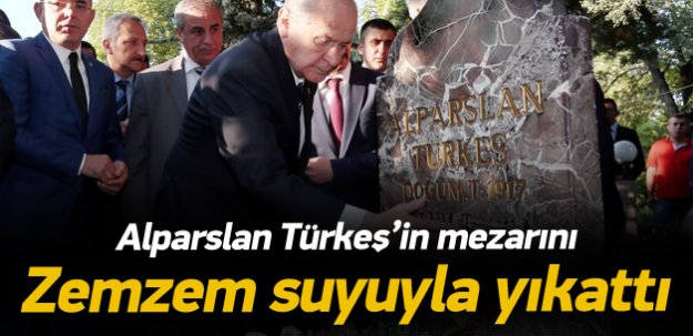 Bahçeli, Türkeş'in mezarını Zemzem'le yıkattı