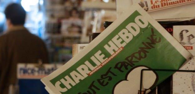 Charlie Hebdo bu kez Aylan'la dalga geçti