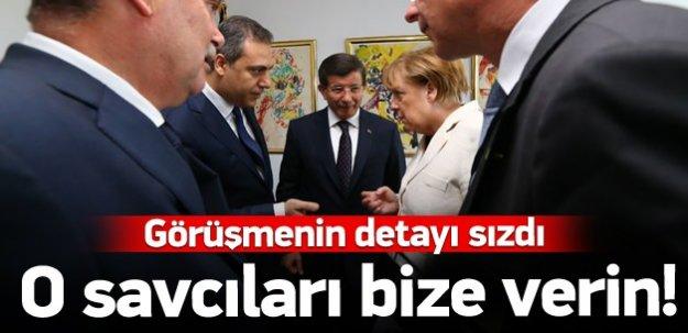 Davutoğlu Merkel'den kaçak savcıları istedi