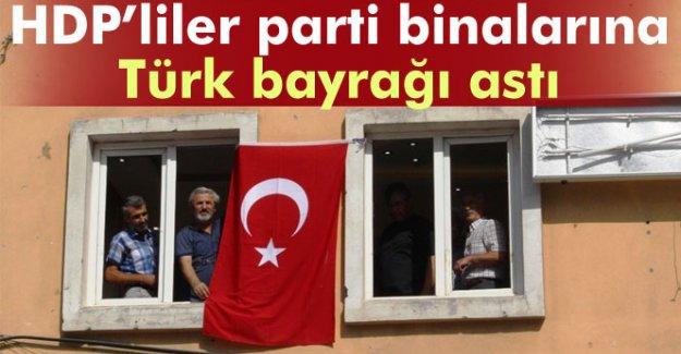 HDP'liler parti binalarına Türk bayrağı astı