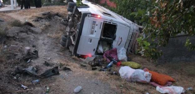 İşçi minibüsü şarampole uçtu: 20 yaralı!