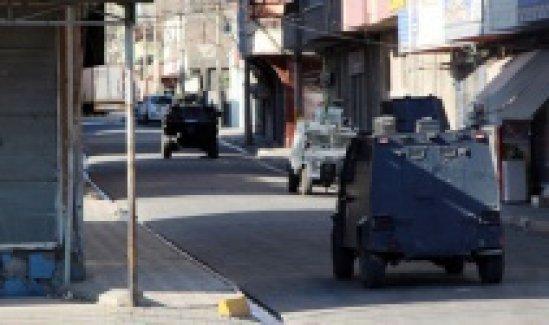 Kaçırdıkları TIR'ı barikat olarak kullanıp polise saldırdılar