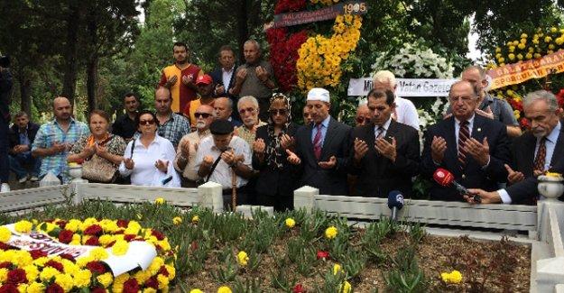 Metin Oktay mezarı başında anıldı