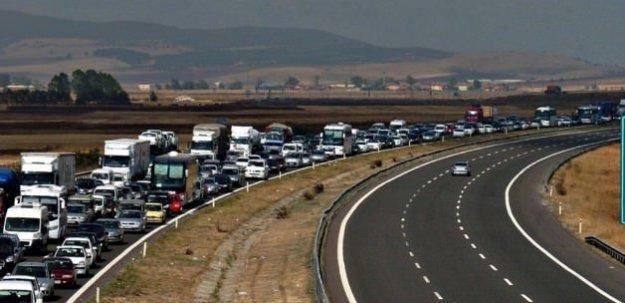 Tatilcilere dönüş trafiği uyarısı!
