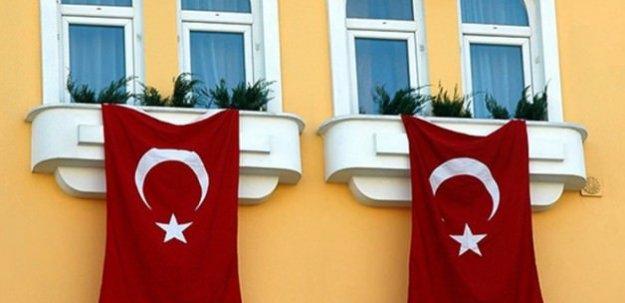 Terörü kınayan Türk siyasetçiye uyarı mektubu