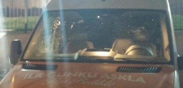 AK Parti aracına saldırı!