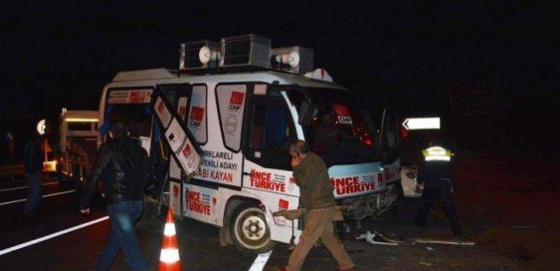 CHP'lileri taşıyan minibüs kaza yaptı: 19 yaralı