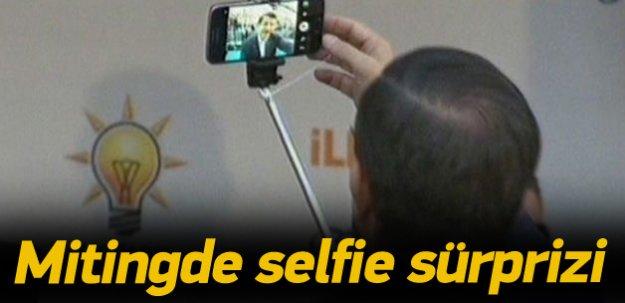Davutoğlu Kahramanmaraş mitinginde selfie çekti