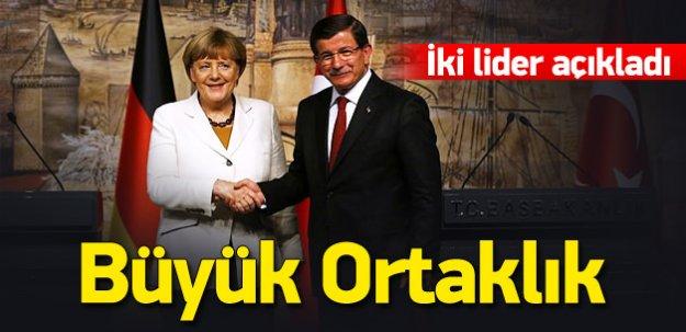 Davutoğlu ve Merkel'den önemli açıklamalar
