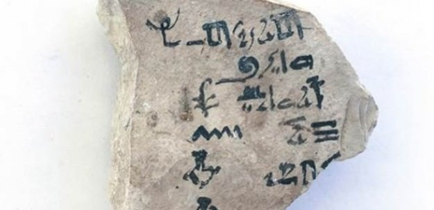 Dünyanın en eski alfabe tableti