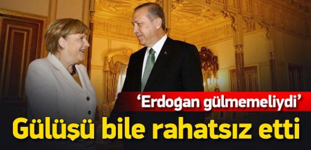 FT yazarı Erdoğan'ın gülüşünden rahatsız