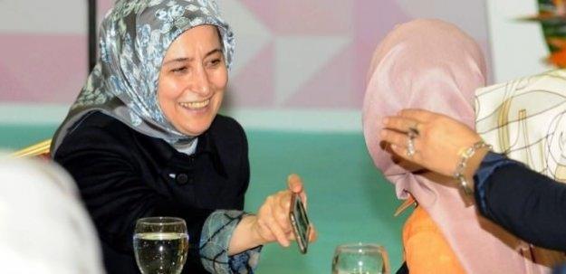Sare Davutoğlu toplantıyı bıraktı, doğuma gitti