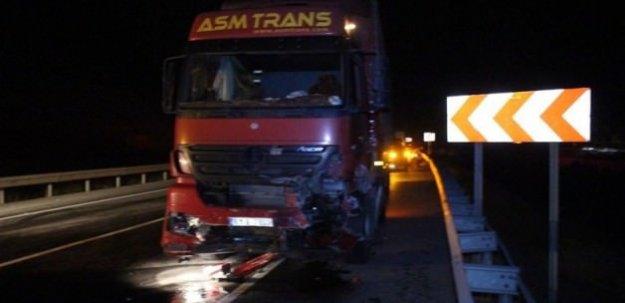 TIR ve otomobil kafa kafaya çarpıştı: 4 ölü