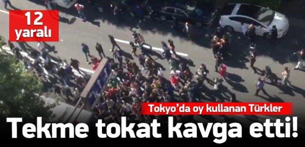 Tokyo'da oy kullanan Tükler tekme tokat kavga etti