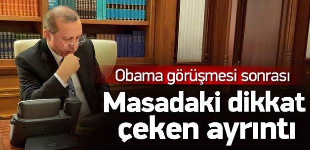 Cuhmurbaşkanı Erdoğan'ın masasında rabia işareti