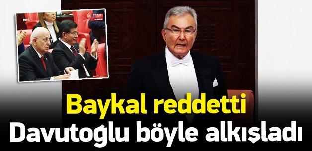 Deniz Baykal reddetti Davutoğlu alkışladı!