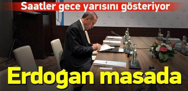 Erdoğan gece yarısı çalışma masasında