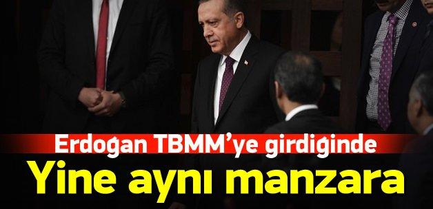 Erdoğan salona girince ayağa kalkmadılar