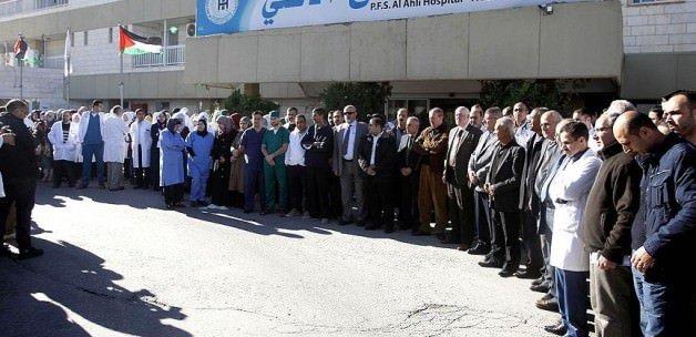 Hastaneyi basıp Filistinli genci öldürdüler