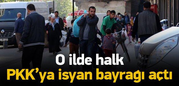 O ilde halk PKK'ya isyan bayrağı açtı