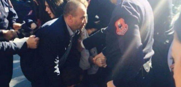 O ülkenin Başbakanı'na yumurtalı saldırı