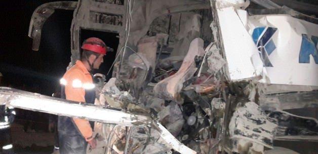 Otobüs TIR'a çarptı: 3 ölü, 24 yaralı
