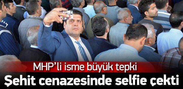 Şehit polisin cenazesinde selfie çeken MHP'li