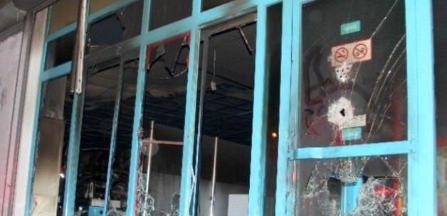 Teröristler marketi yağmalayıp ateşe verdi!