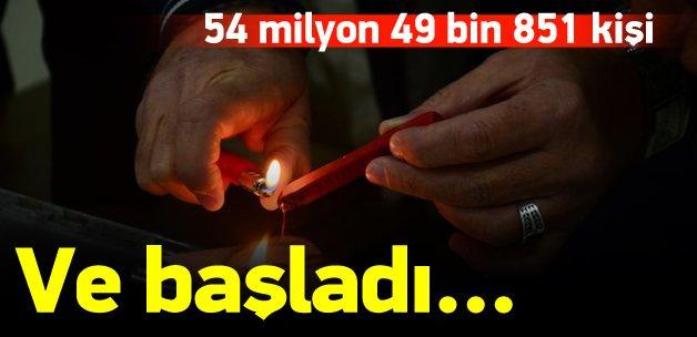 Tüm Türkiye'de oy verme işlemi başladı