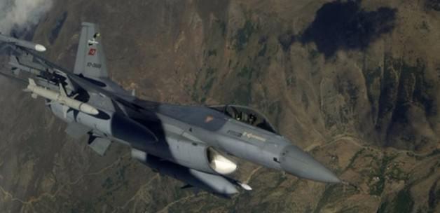 10 F-16'yla sınırda devriye uçuşu