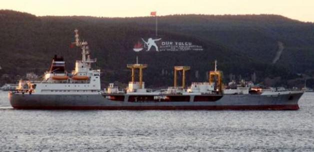 Askeri gemi Çanakkale Boğazı'ndan geçti
