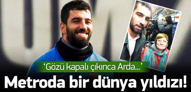 Cihan Teyze'nin Arda'yla 'metro selfie'si!