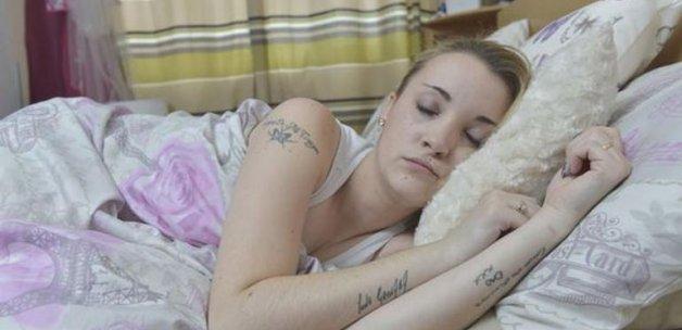 Çocuğunu uyurken doğurdu! Şaka değil gerçek