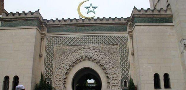 Fransa'dan 3 camiyi kapatma kararı