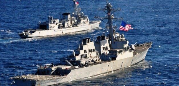 İran'dan ABD gemisine füze saldırısı