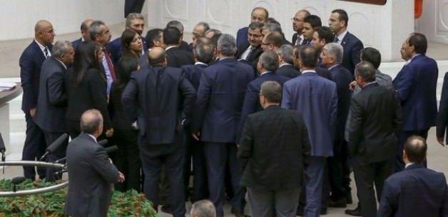 Meclis'te Büyük gerginlik: 'Kimsin sen?' kavgası!