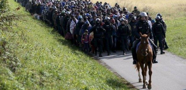 'Mültecilerin takılarına el koyalım'