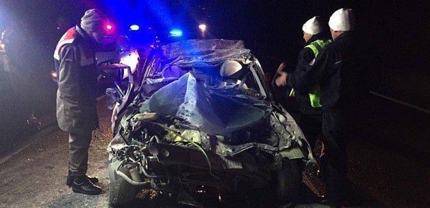 Otomobil tıra çarptı: 4 ölü, 2 yaralı