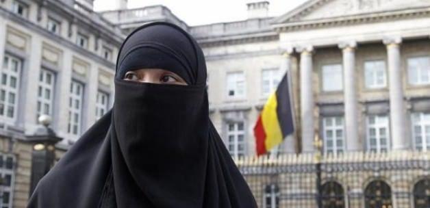 Peçesini açmayan Müslüman kadına 18 ay hapis