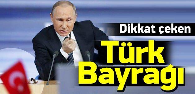 Putin'in toplantısında dikkat çeken Türk bayrağı