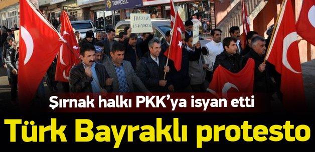 Şırnak'ta PKK'ya karşı Türk bayraklı protesto