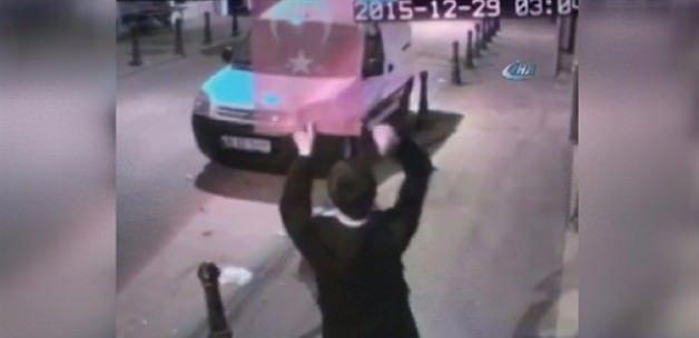 Türk bayrağına hain saldırı!