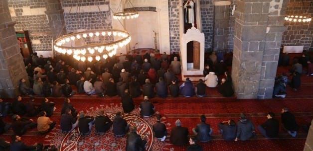 Ulu Camii'de buruk Cuma