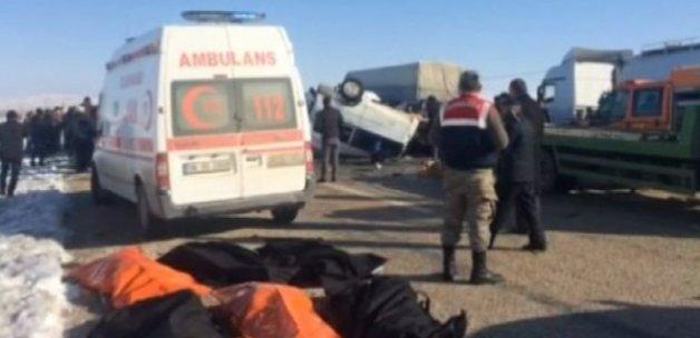 Van Erciş'te korkunç kaza: 11 kişi öldü