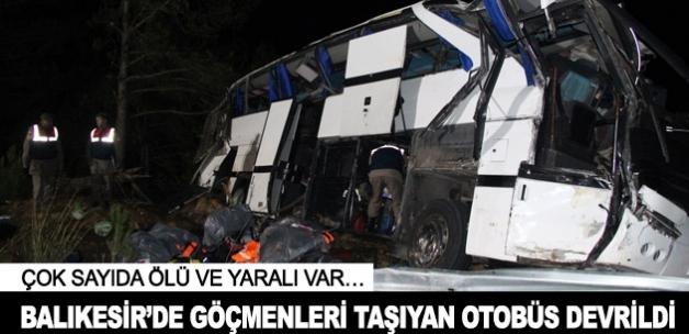 Balıkesir'de göçmenleri taşıyan otobüs devrildi