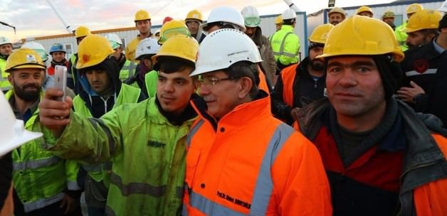 Başbakan Davutoğlu'ndan ikramiye sözü
